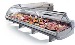выкладка мяса в холодильной витрине